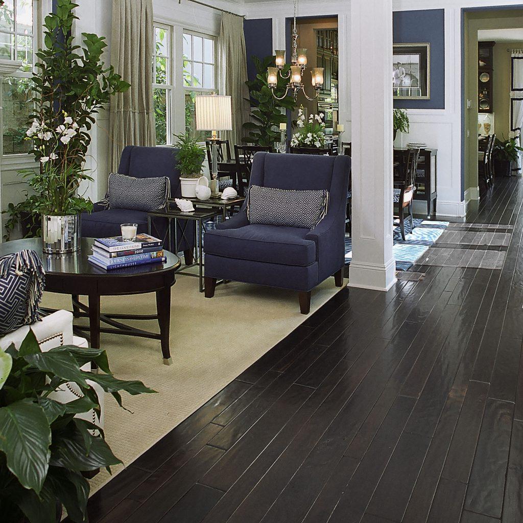 Modern Living Room with Hardwood Moulding