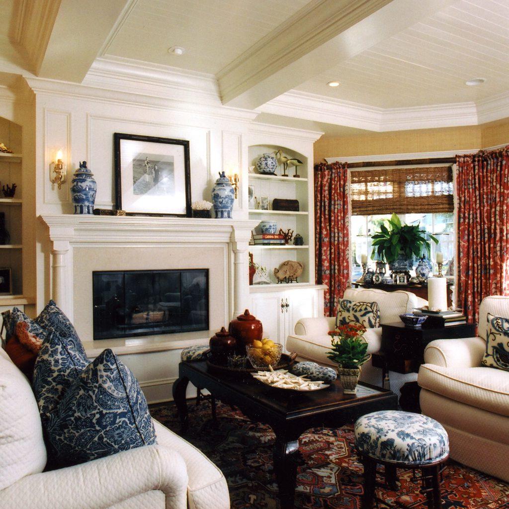 Living Room with Hardwood Moulding